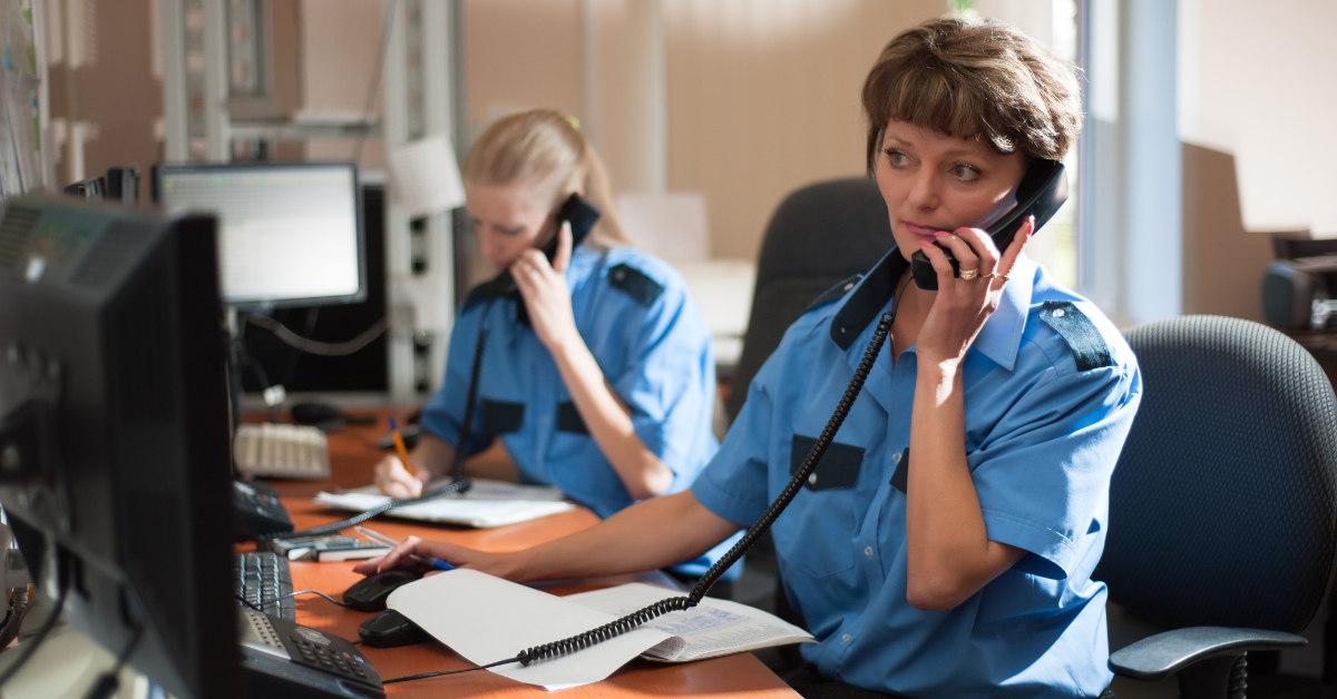 911 dispatcher taking calls